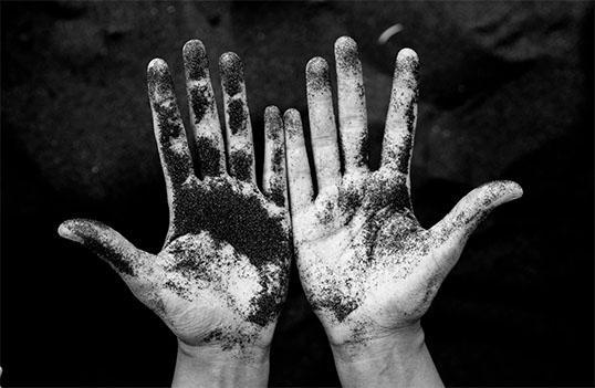 5 sätt att få bort brun utan sol på händerna - bild på smutsiga händer